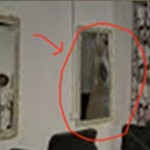 Cerita Horor Viral Satu keluarga Diteror 2 Pocong di Surabaya, Pocong Berada dalam Cermin Salon?