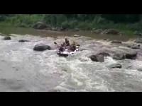 Mengarungi Sungai Elo Yang Penuh Tantangan